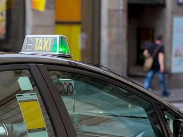 los taxis en barcelona se podrán pedir a través de una app pública